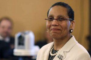 Sheila Abdus-Salaam, la première juge américaine musulmane, à sa nomination le 30 avril 2013 à New York. © Mike Groll/AP/SIPA