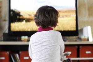enfants-televisions-publicites-lois-polemiques-sante-francesoir_field_mise_en_avant_principale