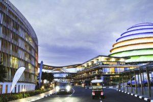 Le Kigali Convention Centre a officiellement coûté 300 millions de dollars, financés par la dette publique. © Vincent Fournier/JA