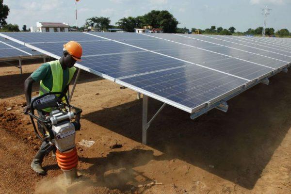 Énergie_solaire_fardeau_ou_miracle_pour_léconomie_africaine